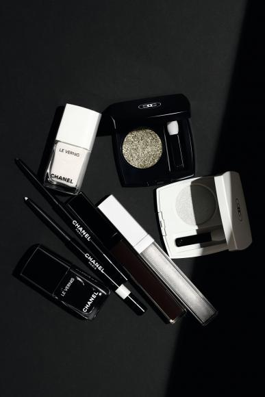 Here S A Look At Chanel Beauty S Fall 2019 Noir Et Blanc
