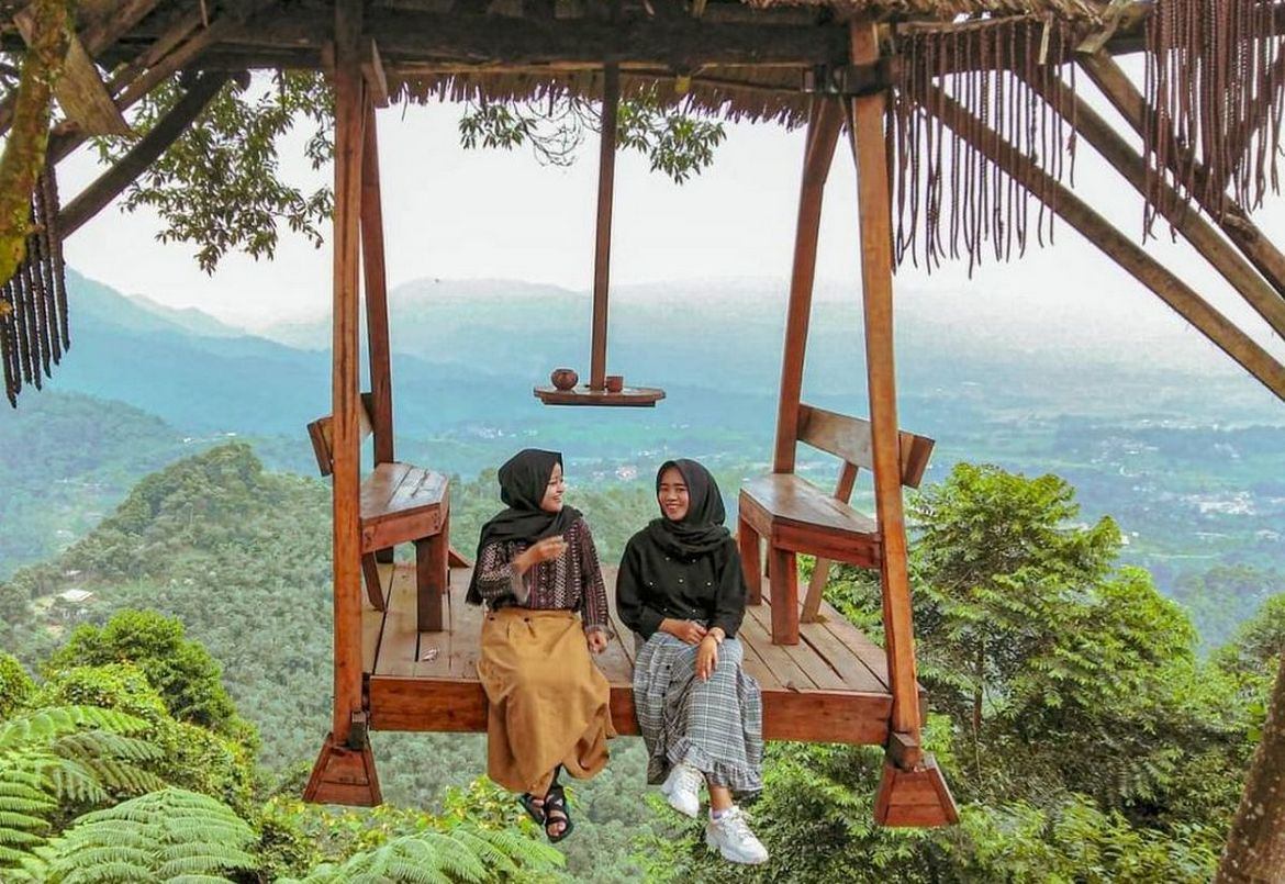 Look at this: Instagram-worthy Suspended Swing in Indonesia has us Excited