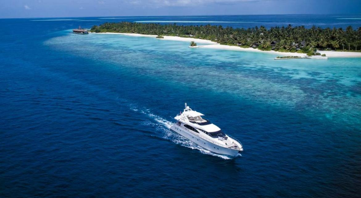 Holiday like the Kardashians - The Jumeriah Vittaveli hotel in the Maldives lets you rent a superyacht -