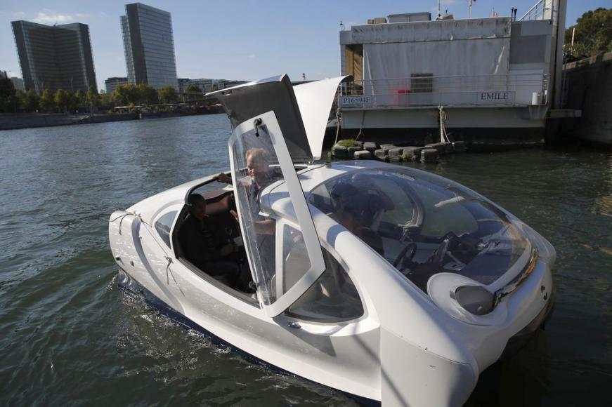 Paris bubble-shaped water taxi (2)