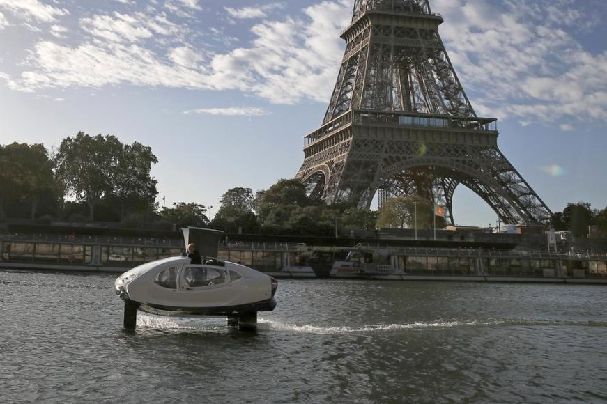Paris bubble-shaped water taxi (4)