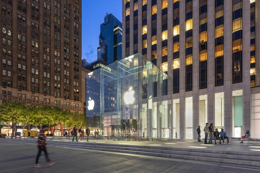Take a look inside Apple's revamped Fifth Avenue store -