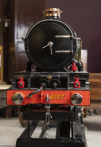 replica of 1920s steam train (7)