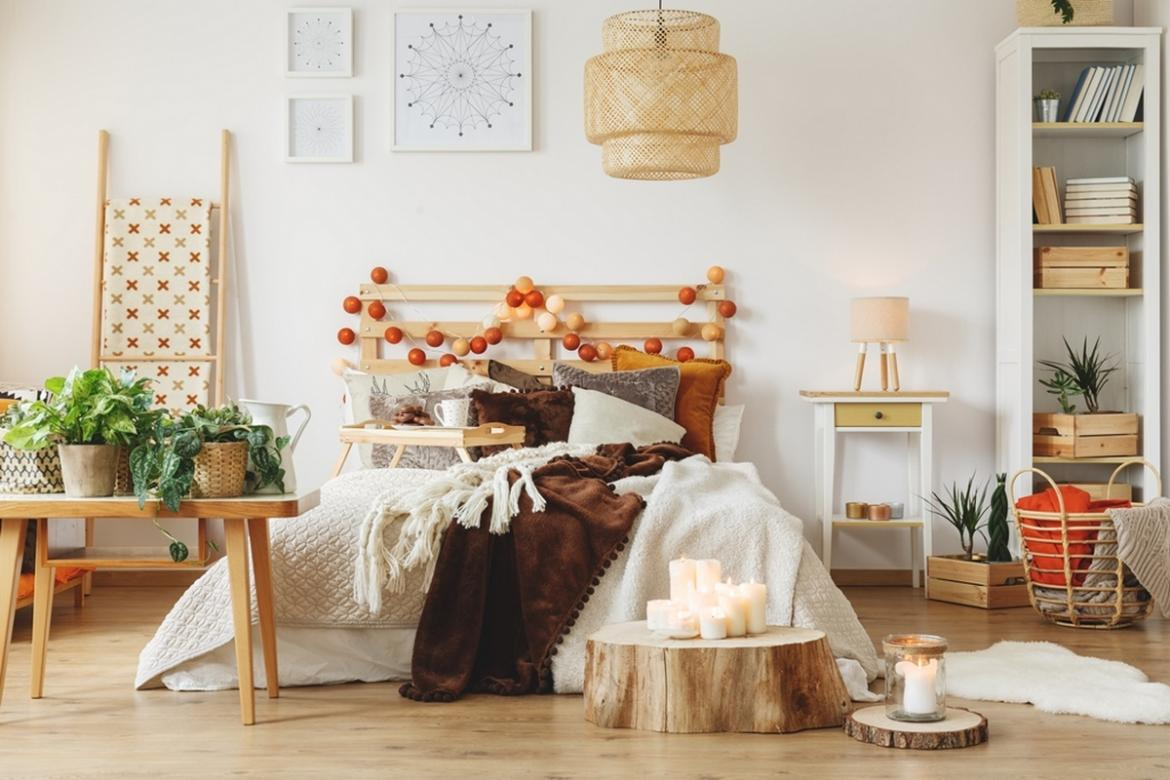Falling into Season: Adding a Touch of Autumn to Your Apartment's Décor -