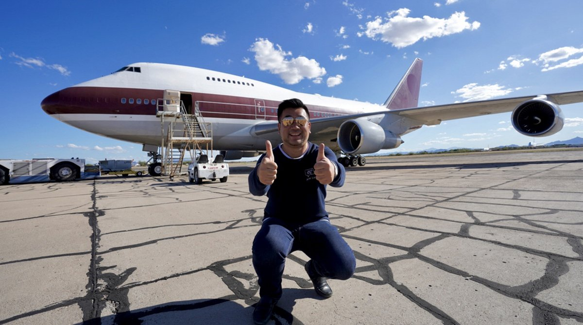 Video – Aviation Instagrammer – Flies as the only passenger in a $200 million Boeing 747 Jumbo 'flying palace' that was once owned by the Qatari royal family