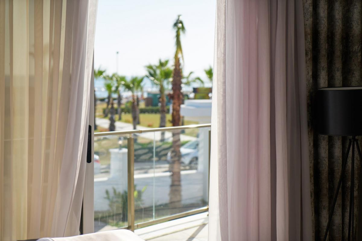 The Diffe Types Of Window Treatments Hotels Do To Make Sure