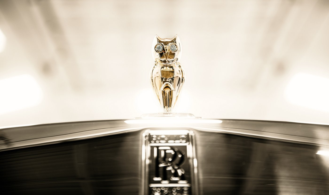 Off Road Design >> Drake's one-of-a-kind Rolls-Royce costs $700k and has a golden owl hood ornament