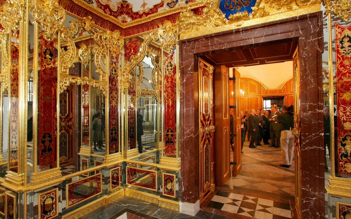The largest postwar art heist – Thieves rob $1 billion worth of uninsured jewels from a German museum