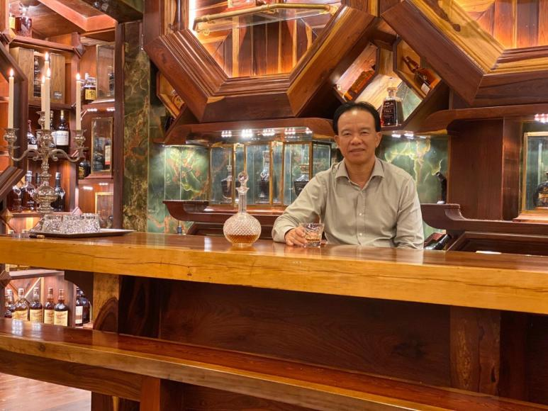 Mr Tuan surrounded by his Guinness World Records whisky collection (2)