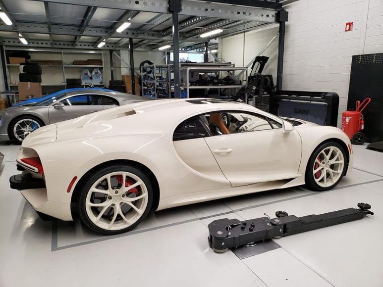 Bugatti-Chiron-Hermes (2)