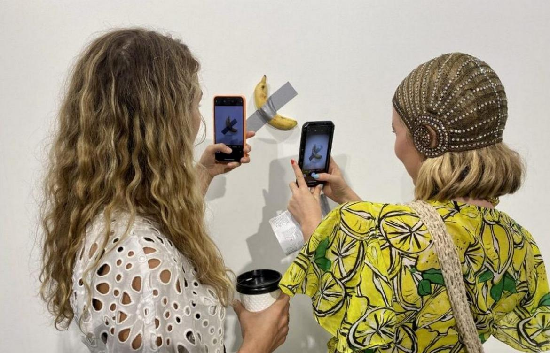 Картинки по запросу Banana wins: Duct-taped banana sells for a whopping $120,000 at Art Basel Miami