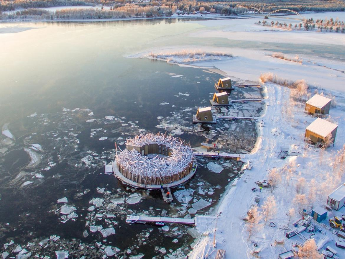 Pics - Inside the Arctic Bath – Sweden's exclusive floating spa hotel that offers stunning views of the Northern Lights : Luxurylaunches