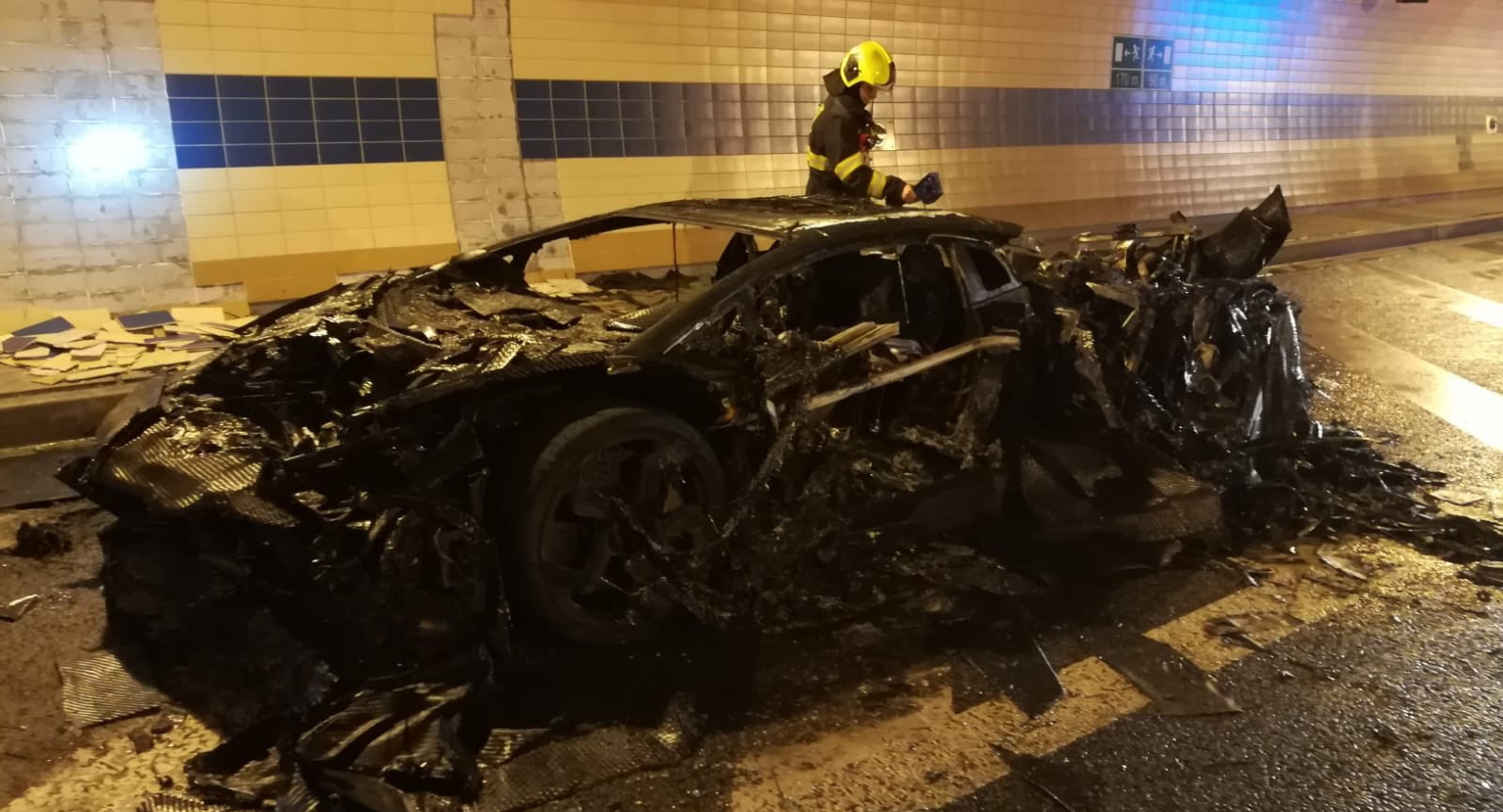 Pics – An ultra-rare customized Lamborghini Aventador with 1250 hp got burnt down to a crisp in a Prague tunnel