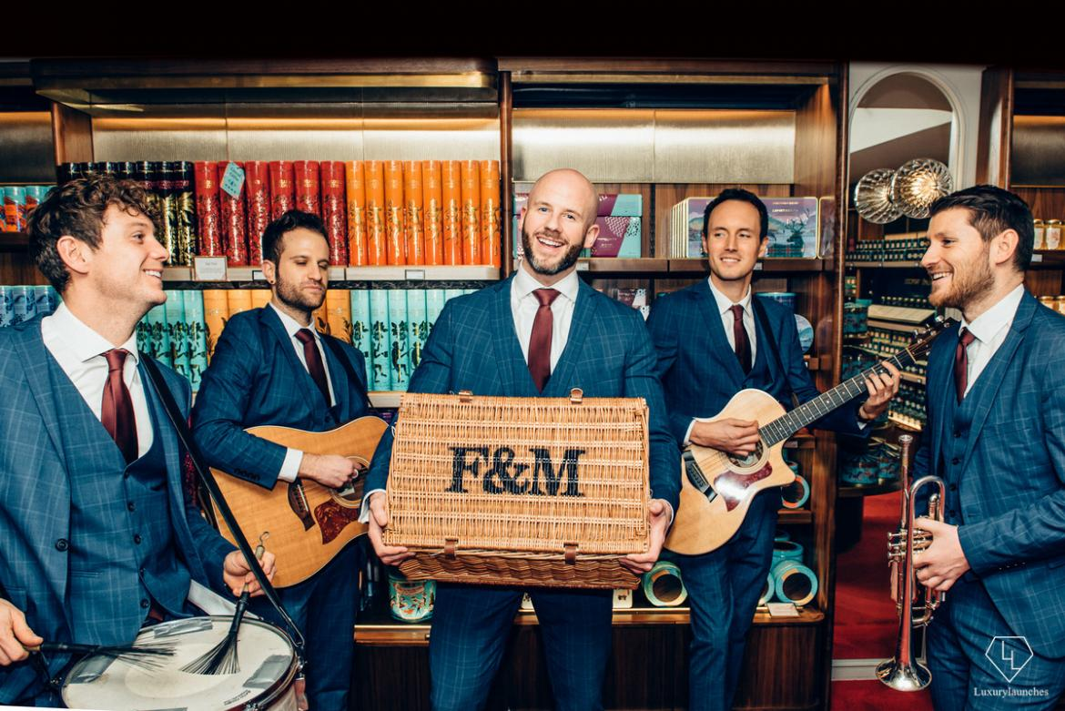 Fortnum & Mason's Valentine Day Hamper comes with a very cool Barbershop-style performance : Luxurylaunches