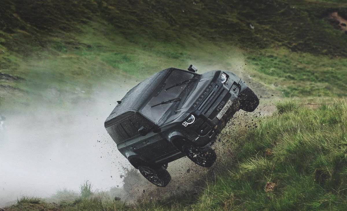 Tough and How – Watch the 2020 Land Rover Defender perform mad stunts for the upcoming James Bond movie