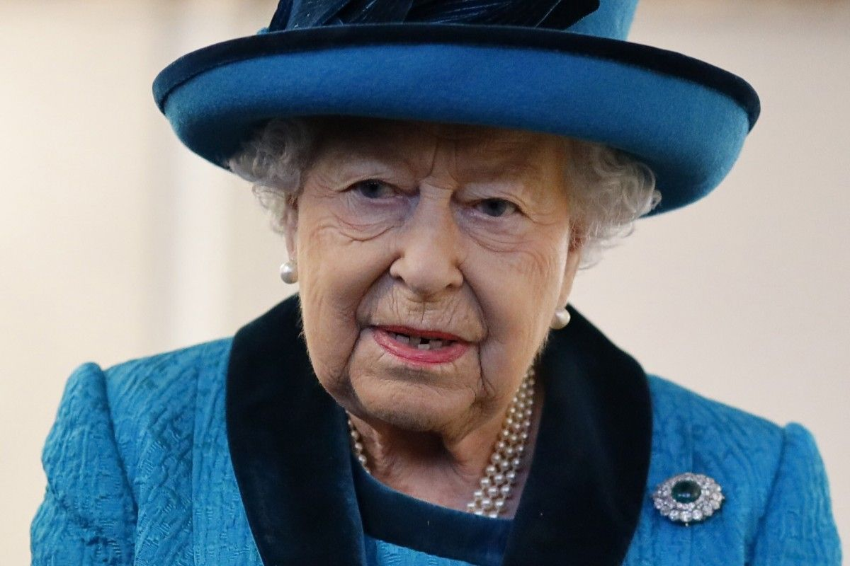 Here are the 10 things that Queen Elizabeth always packs ...