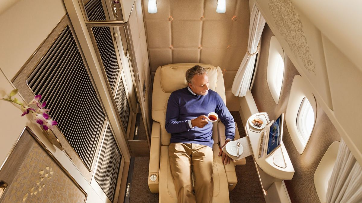Coronavirus changes the face of Emirates first and business class, bids adieu to cocktail bar and showers