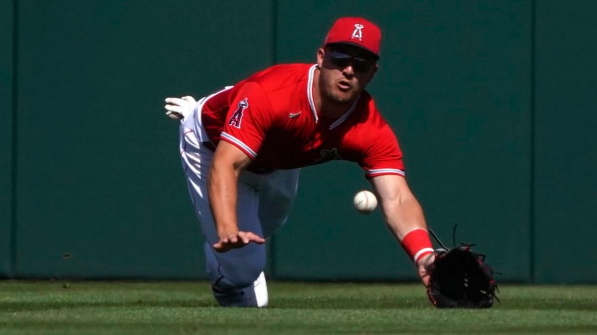 Someone paid an astonishing $900,000 for Mike Trout's baseball card : Luxurylaunches