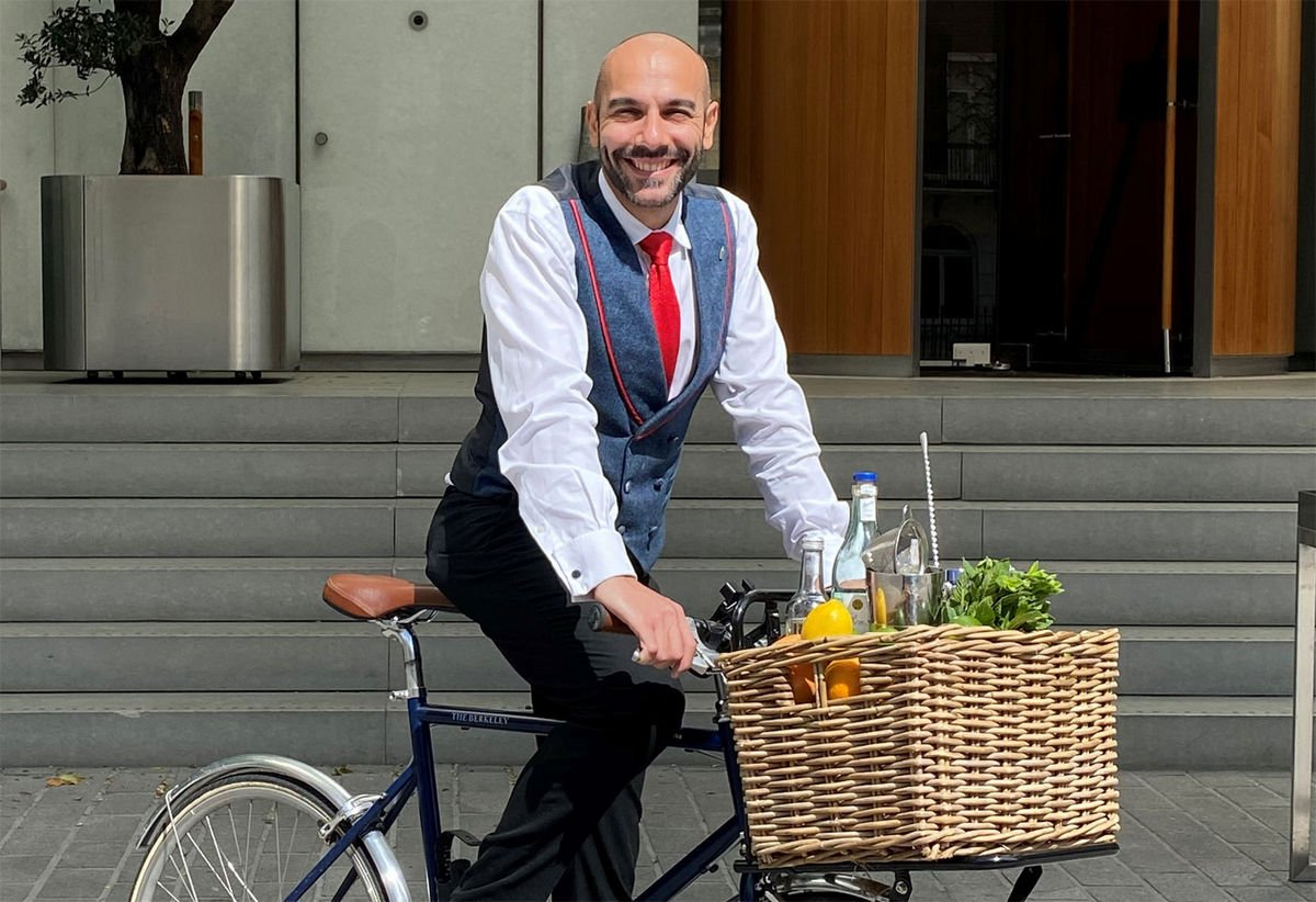 Bartender on a bicycle: London's famed Berkeley hotel's new service will deliver cocktails to your doorstep : Luxurylaunches