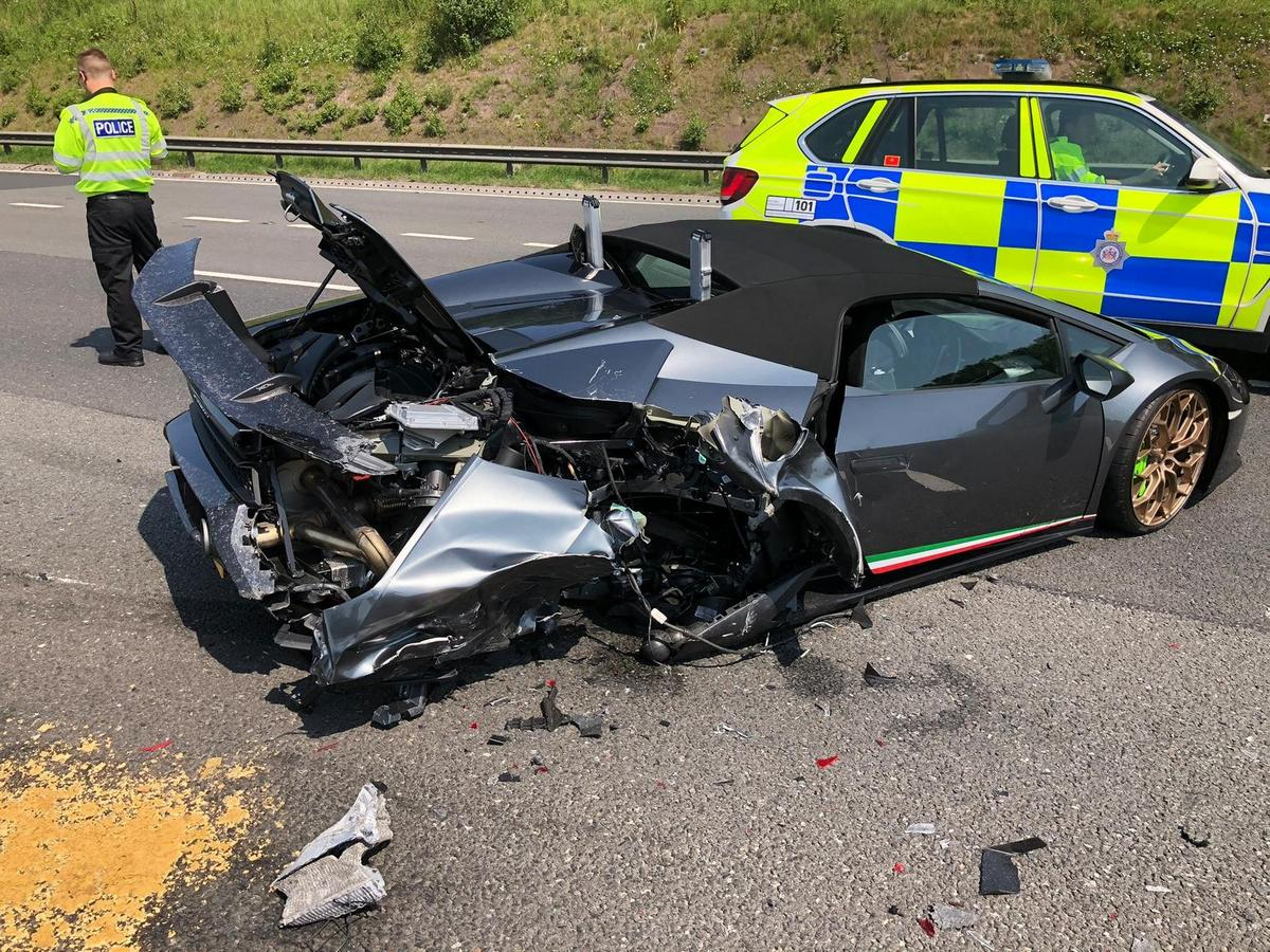 Pics – Man crashes and wrecks his brand new $315,000 Lamborghini in just 20 minutes of purchasing it
