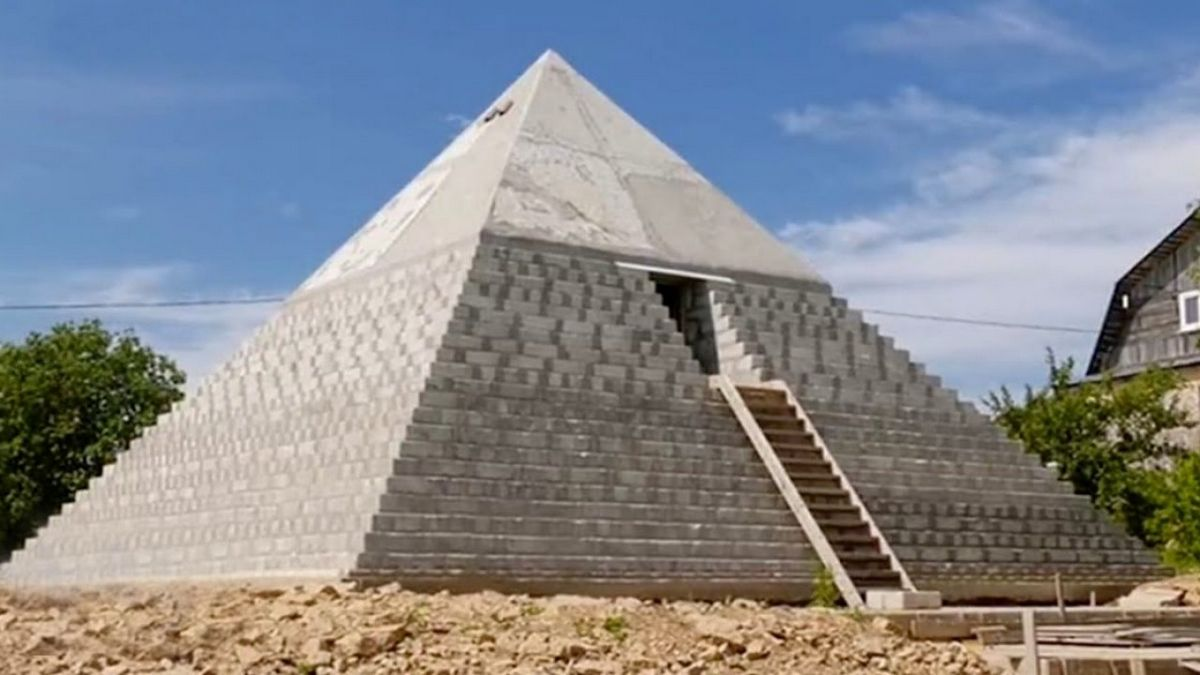 2 years in the making and weighing 400 tons: A Russian couple built a replica of the Great Pyramid of Giza in their own backyard : Luxurylaunches