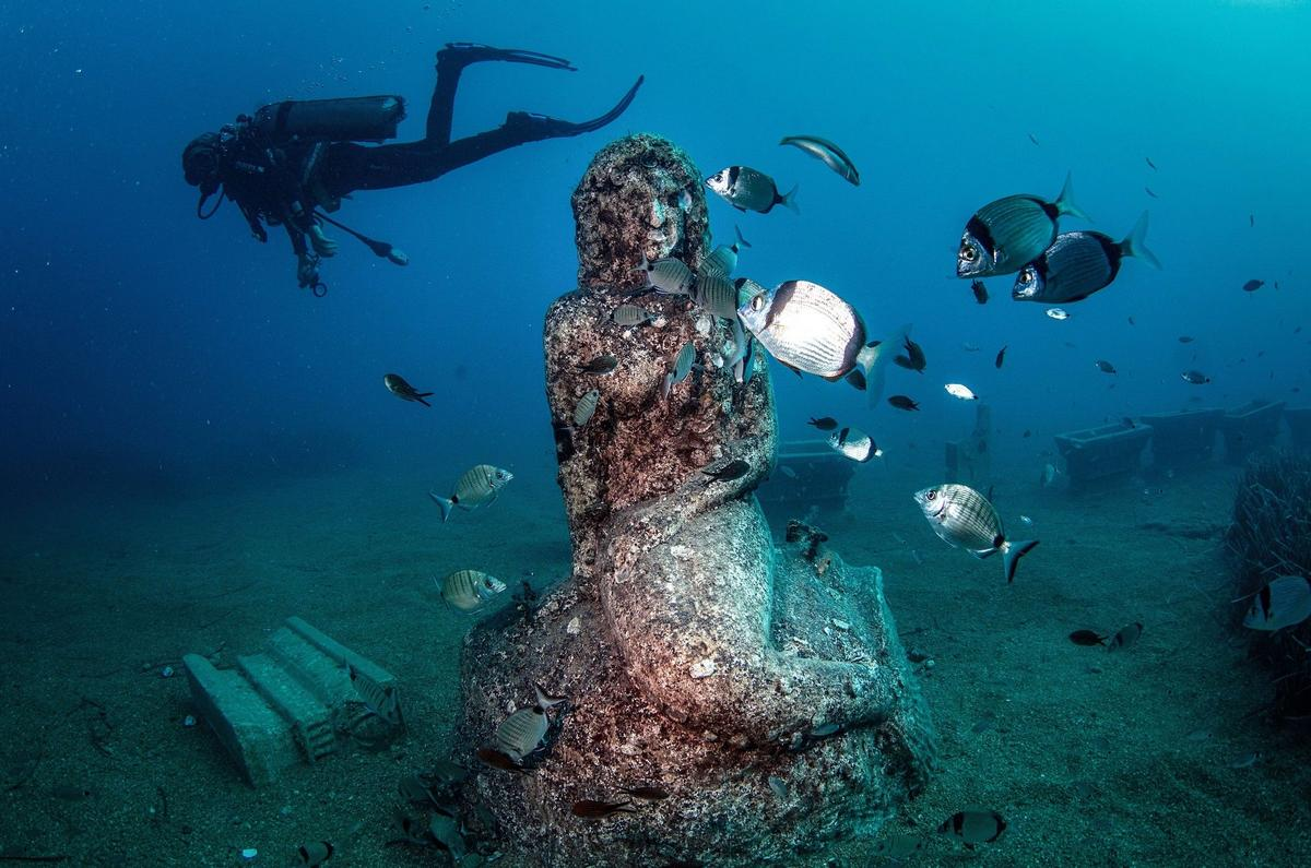 The French are taking social distancing to the next level with these 3 upcoming underwater galleries