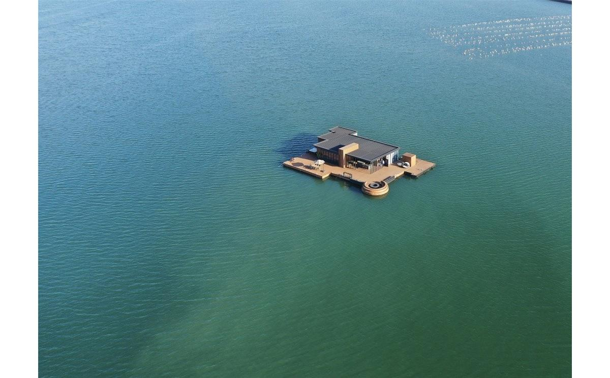 You wont believe but a Chinese Entrepreneur built this gorgeous home that floats in the middle of the ocean for a measly $61,000