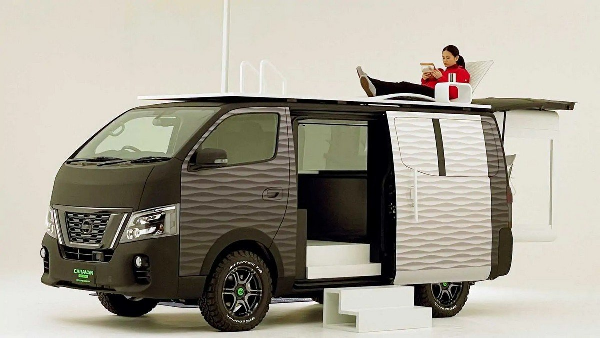 Fitted with a phone controlled retractable office pod, rooftop deck and even an office chair – Nissan's new high-tech mobile office concept is a Digital Nomad's dream come true