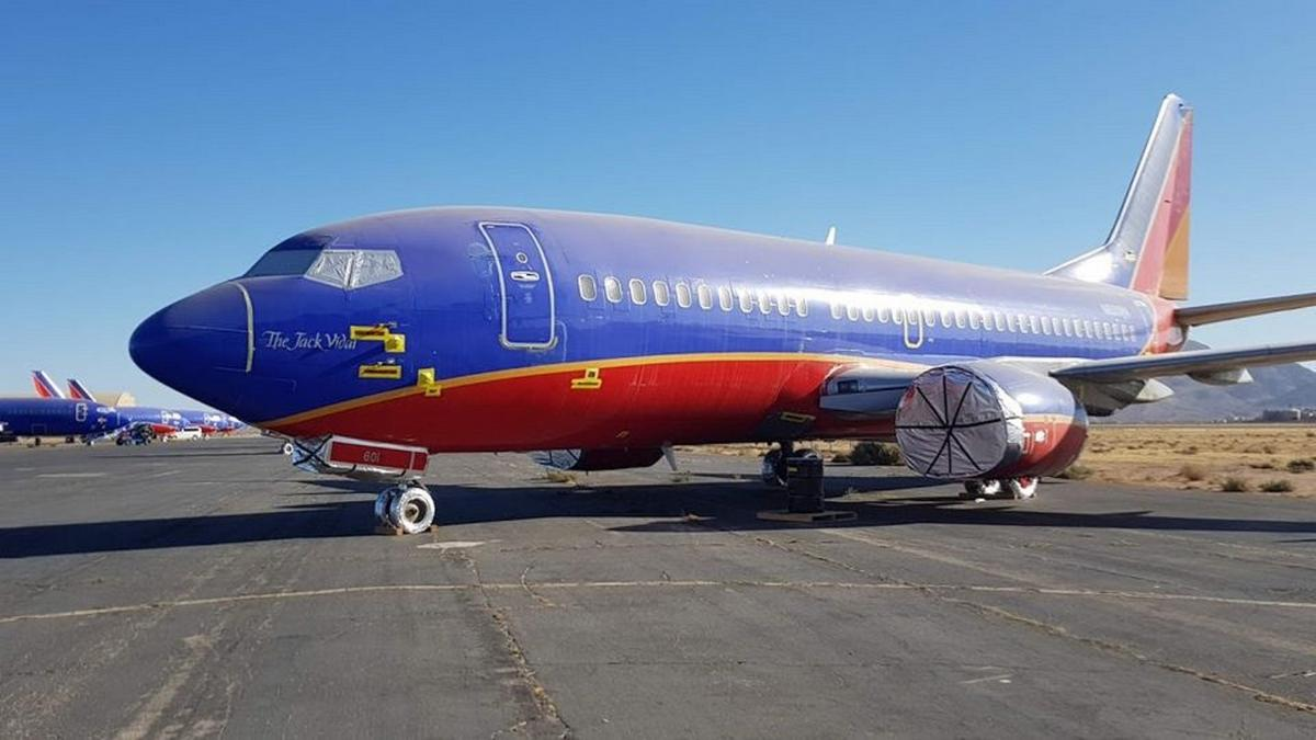 On sale – A vintage Boeing 737 on Facebook for the price of a Lamborghini