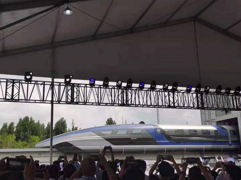 """China presenta un tren """"levitante"""" que con 600 km/h es el vehículo terrestre más rápido del mundo"""